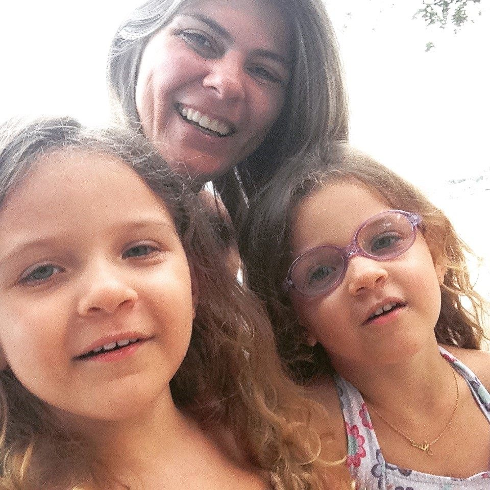 Flávia Mendonça e suas filhas