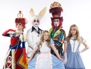 alice-no-pais-das-maravilhas--o-musical-chega-ao-teatro-bradesco-dia-2-de-maio-1430338721733_615x470