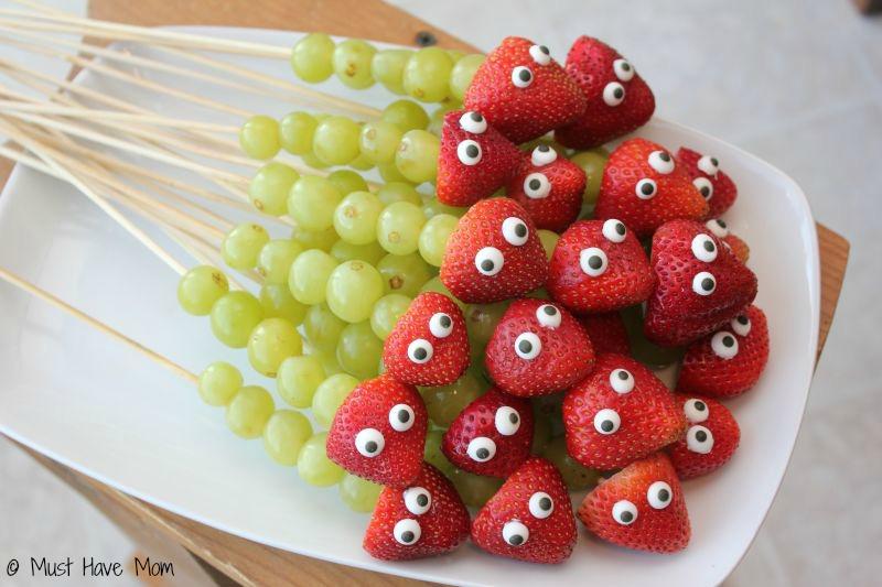 Lagarta de morangos e uvas