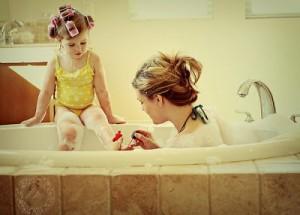 mc3a3e-e-filha-no-banheiro