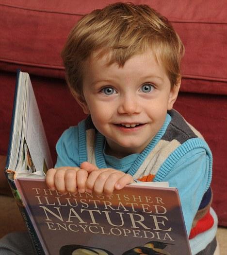 OSCAR WRIGLEY (2 anos), é um menino britânico que se tornou o associado mais jovem da Mensa, uma organização internacional que agrupa mulheres e homens com um excepcional nível de quociente de inteligência (QI)