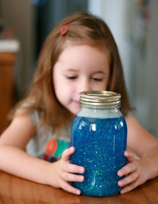 Inspirado no método Montessori, 'pote da calma' tranquiliza as crianças