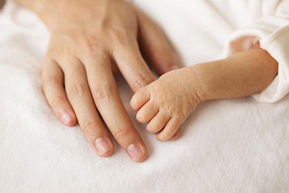 Senado aprova aumento da licença-maternidade por até 1 ano para mães de prematuros