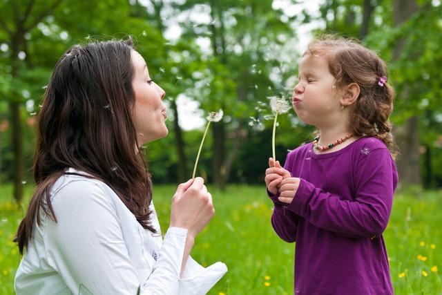 mãe-e-filha-brincando